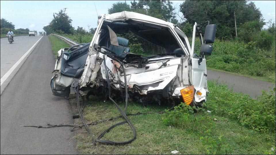 पुणे-बंगळूर महामार्गावर अपघातात एक ठार; चार जखमी