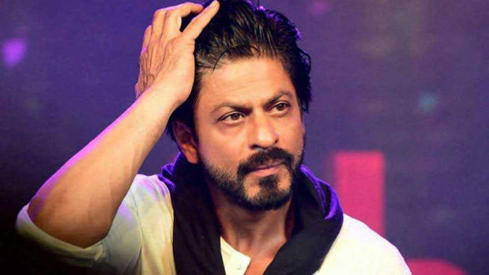 FIR filed against Shah Rukh Khan for damaging railway property in Kota during Raees promotions
