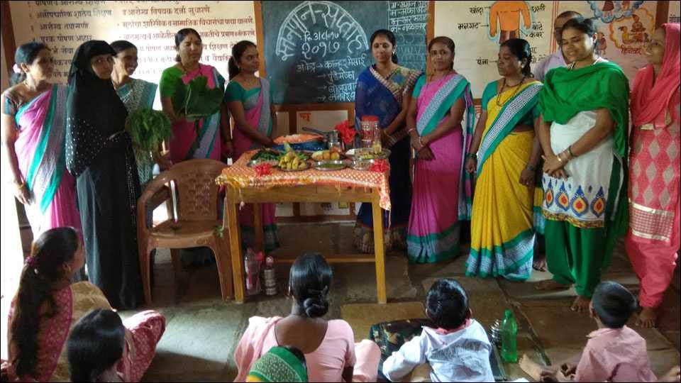 कान्हूर मेसाई (ता. शिरूर) येथे अंगणवाडी मध्ये पौष्ठीक आहाराची माहिती देत स्तनपान दिन साजरा करण्यात आला.