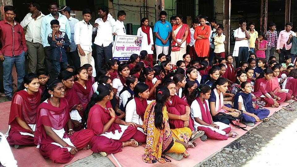 student agitation for bus in Majalgaon
