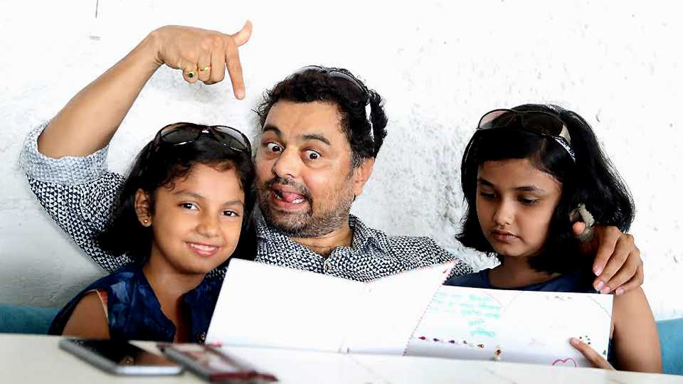 subodh bhave gave treat to girls