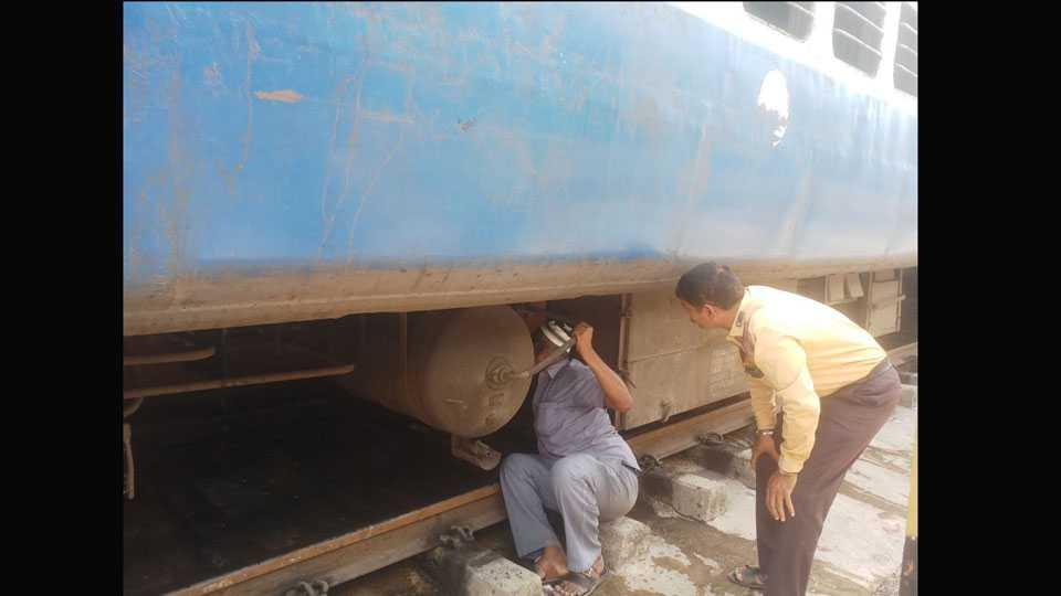Tapovan Express Break Damages Peoples Afraid