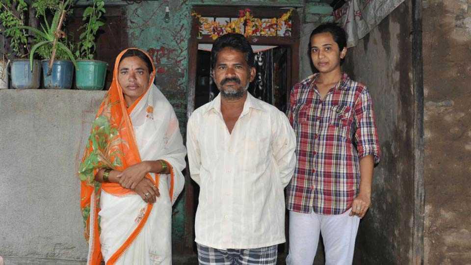 women build toilet in home