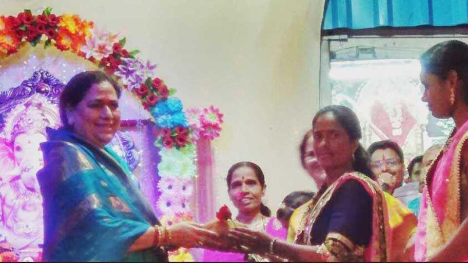 muslim womens participate in ganesh festival