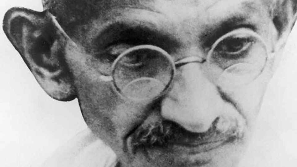 महात्मा गांधींची समर्पित वृत्ती प्रेरणादायी: मोदी