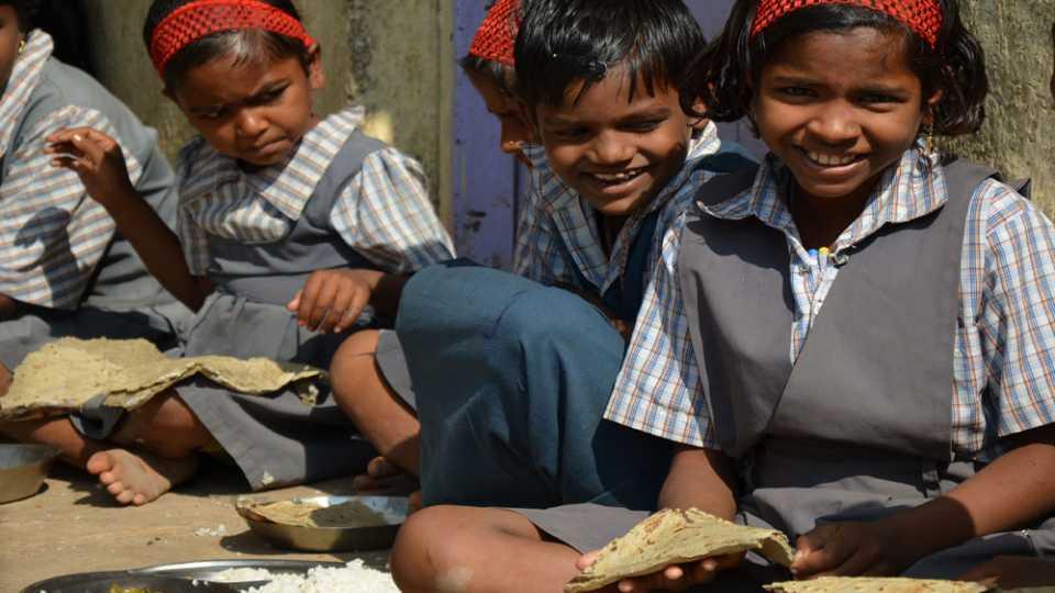 शालेय पोषण आहार योजना पोरकी