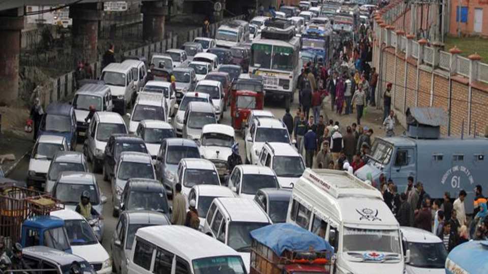 पाकिस्तानात बस अपघातात 30 ठार 50 जखमी