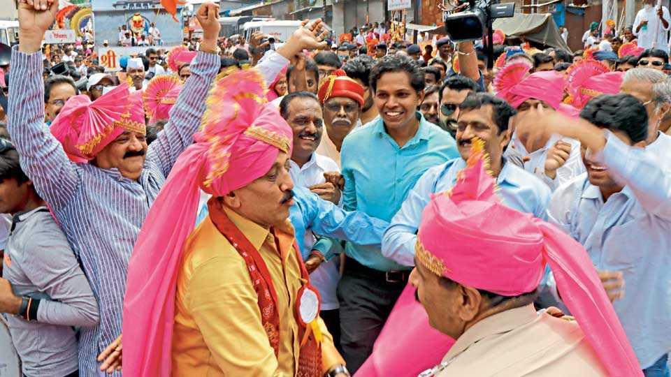 Minister Girish Mahajan in Ganpati Visarjan