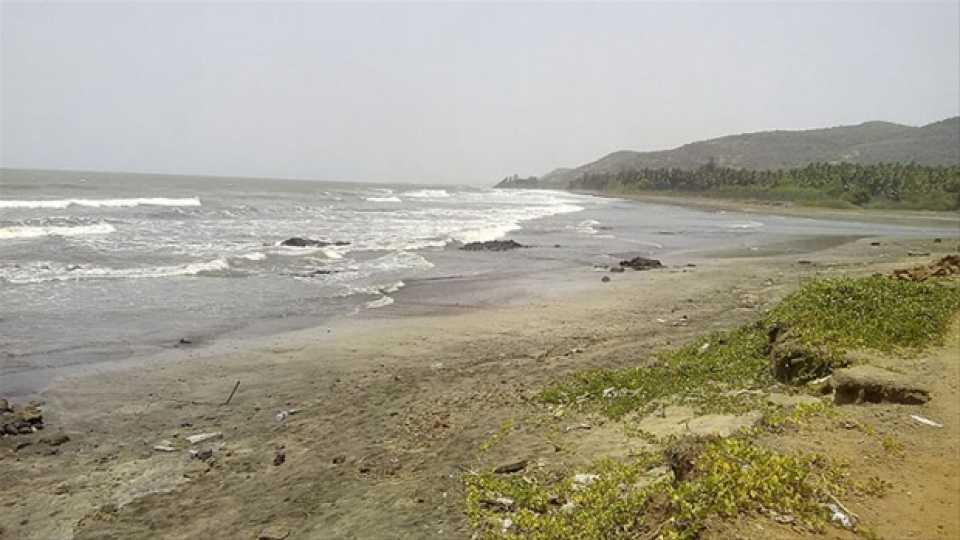 चला भटकंतीला....लाडघर समुद्रकिनारा