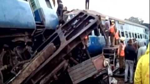 Hirakhand Express Accident: 24 Dead as Odisha-bound Train Derails in AP