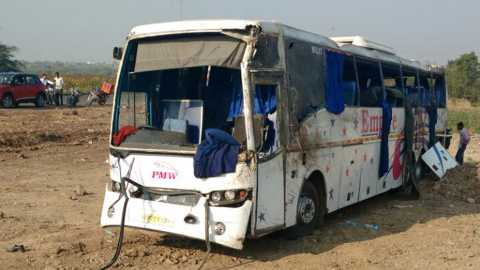 accident on Pune-Solapur highway 4 dead
