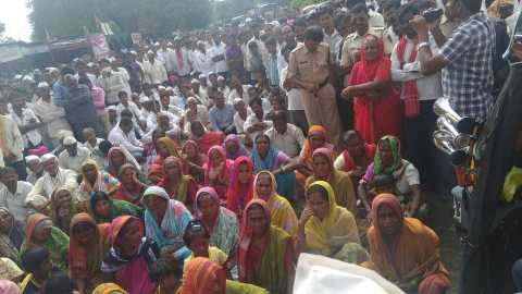 farmers rasts roko on latur-barshi road