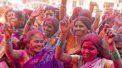 कर्वे रस्ता - विजयोत्सवात सहभागी महिला कार्यकर्त्या.