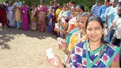शाहूपुरी - मतदान केंद्रावर महिलांची रांग लागली होती.