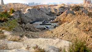 पाकिस्तान - सिंध प्रांतात सिंधू संस्कृतीमधील मोहेंजोदडोपेक्षा अधिक क्षेत्रफळाच्या लखिनजोदडोचे उत्खनन पाकिस्तानने फाळणीनंतर केले होते. मात्र पाकिस्तानच्या उदासीनतेमुळे येथील मातीवर विटा निर्मितीच्या भट्ट्या उभ्या राहिल्या आहेत.