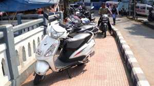 two wheeler parking footpath