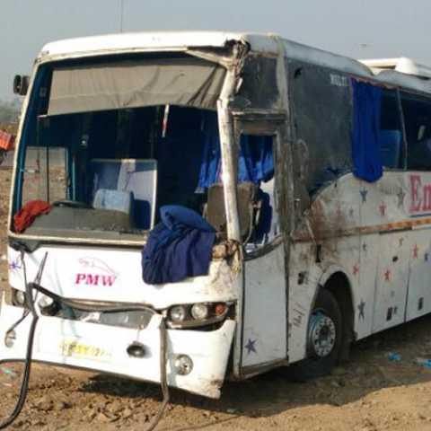 accident on Pune-Solapur highway 4 dead