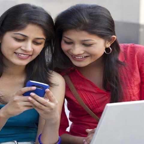 स्मार्टफोनवर यूटयूब व गेम्स खेळण्यात महिला आघाडीवर